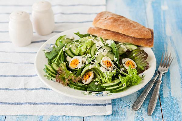 一週選一天當腸道公休日,可減輕腸道負擔,幫助體內大掃除。(Shutterstock)