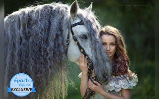組圖:俄國攝影師捕捉人馬之間的美麗瞬間