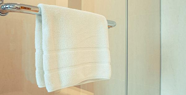 浴巾太久不洗,会滋生细菌,引起传染病。多长时间洗一次合适?(Shutterstock)