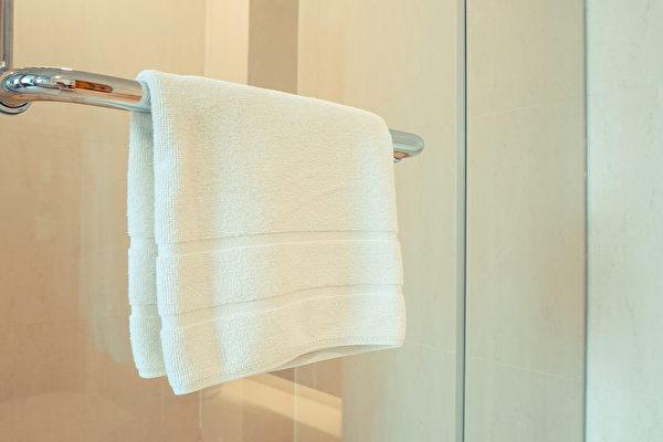 浴巾太久不洗,會滋生細菌,引起傳染病。多長時間洗一次合適?(Shutterstock)