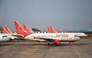 印度航空的飞机卡在高速公路天桥下