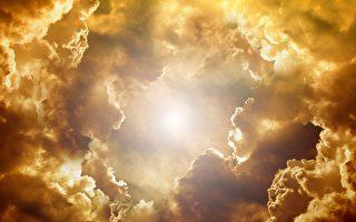 阳光和云朵