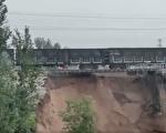 视频:山西洪水冲垮大桥 铁轨悬空 惊险万分