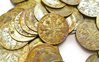 法国豪宅墙内现239枚金币 拍卖成交价上百万