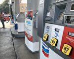 美国汽油价格涨至七年来最高 加州最贵