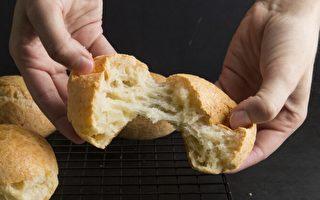 在自家厨房也很容易烤出巴西奶酪小面包