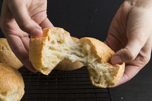 在自家廚房也很容易烤出巴西奶酪小麵包