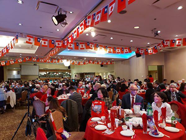圖:大溫台僑聯合會舉辦雙十國慶晚宴,加西政商僑學屆近500人到場慶賀。 (邱晨/大紀元)
