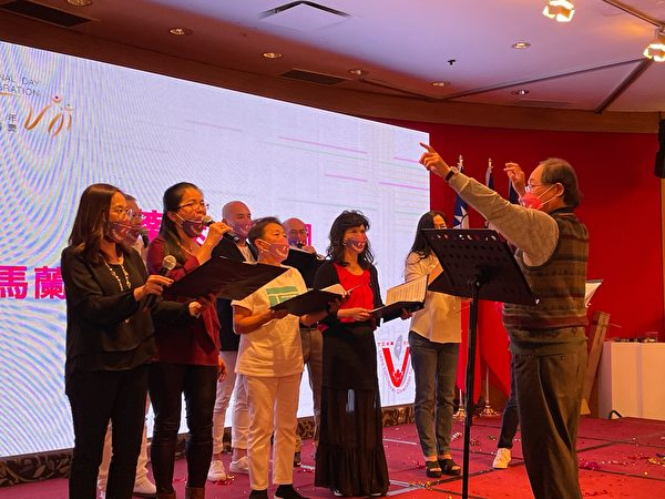 圖:大溫台僑聯合會舉辦雙十國慶晚宴,圖為晚宴現場的精彩歌舞表演。(李飛雁/大紀元)