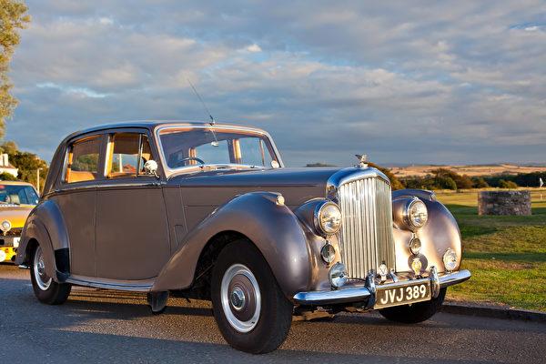 百歲老人的生日禮物 60年前駕駛的豪華賓利
