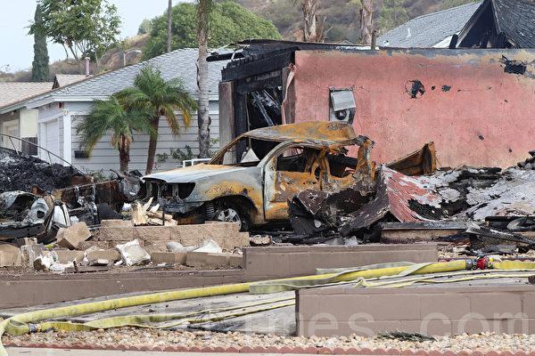 小型飛機墜毀聖地亞哥住宅區 兩人死亡
