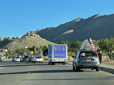 车队行经德克萨斯州的美墨边陲重镇埃尔帕索,车队浩浩荡荡,蔚为壮观。