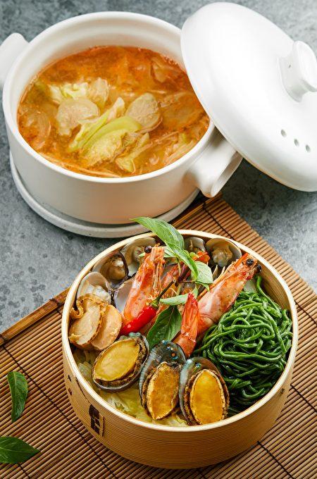 「蒸籠海鮮西瓜綿鍋麵」,以古早味西瓜綿搭配豪華海鮮。
