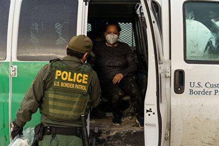 南部邊境發現100多非法移民 多為無人陪伴兒童