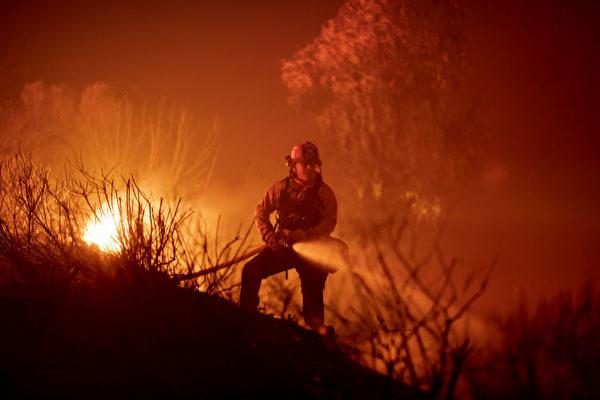 风助火势 阿利萨尔大火扩至1.5万英亩