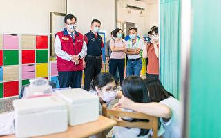 鄭文燦視察校園師生流感疫苗接種情形