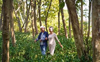 """哈佛大学一项""""史上为期最长""""的研究发现,长寿的关键原因在于好的人际关系。(Shutterstock)"""
