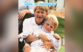 父親腦癱致殘 兒子做感人視頻:你已足夠好