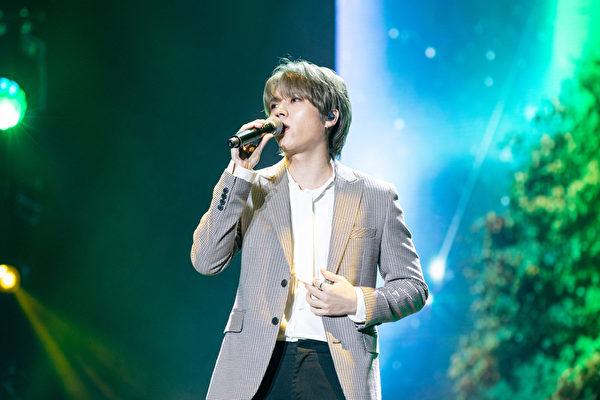 南优铉减重20公斤勤练舞 《With》iTunes登顶