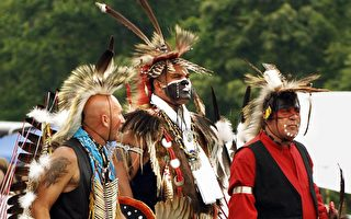 戴原住民仿頭飾跳舞 加州教師被停職
