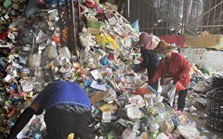 7萬元當垃圾丟了 清潔隊員在垃圾堆中找回